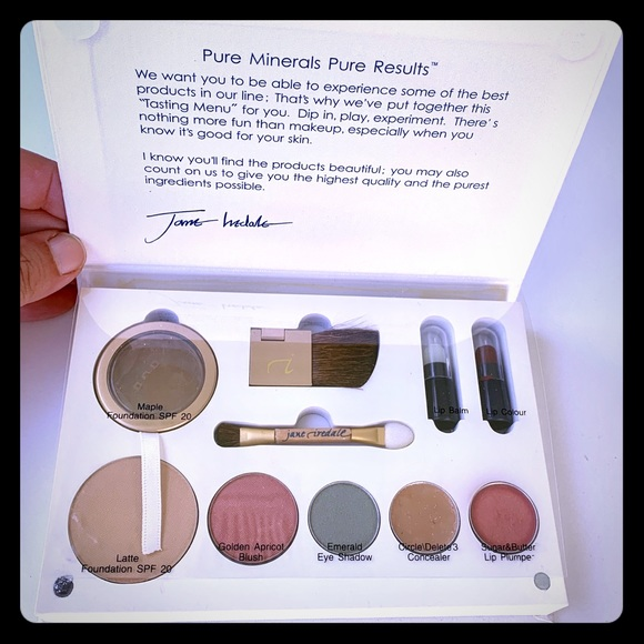 jane iredale Other - NIB Jane Iredale Medium/Dark Makeup sample Kit